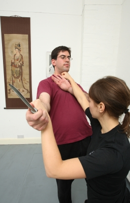 Knife defence picture